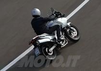 Bastano pochi chilometri per capire che la V-Strom è una moto da guidare più che da guardare