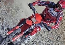 Già a colpo d'occhio le moto sono più aggressive, slanciate e snelle