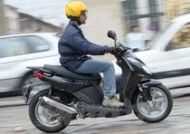 Apprezzabile l'assetto di guida, con il must della pedana piatta che permette una maggiore mobilità ai piedi rispetto alla concorrenza