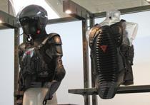Thorax Pro (sulla sinistra, inserito nel Jacket Wave)